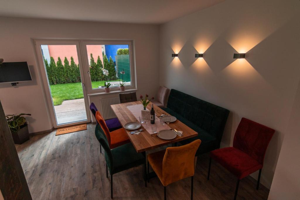 Ein Restaurant oder anderes Speiselokal in der Unterkunft Urlaubstraum in Salzburgs Toplage