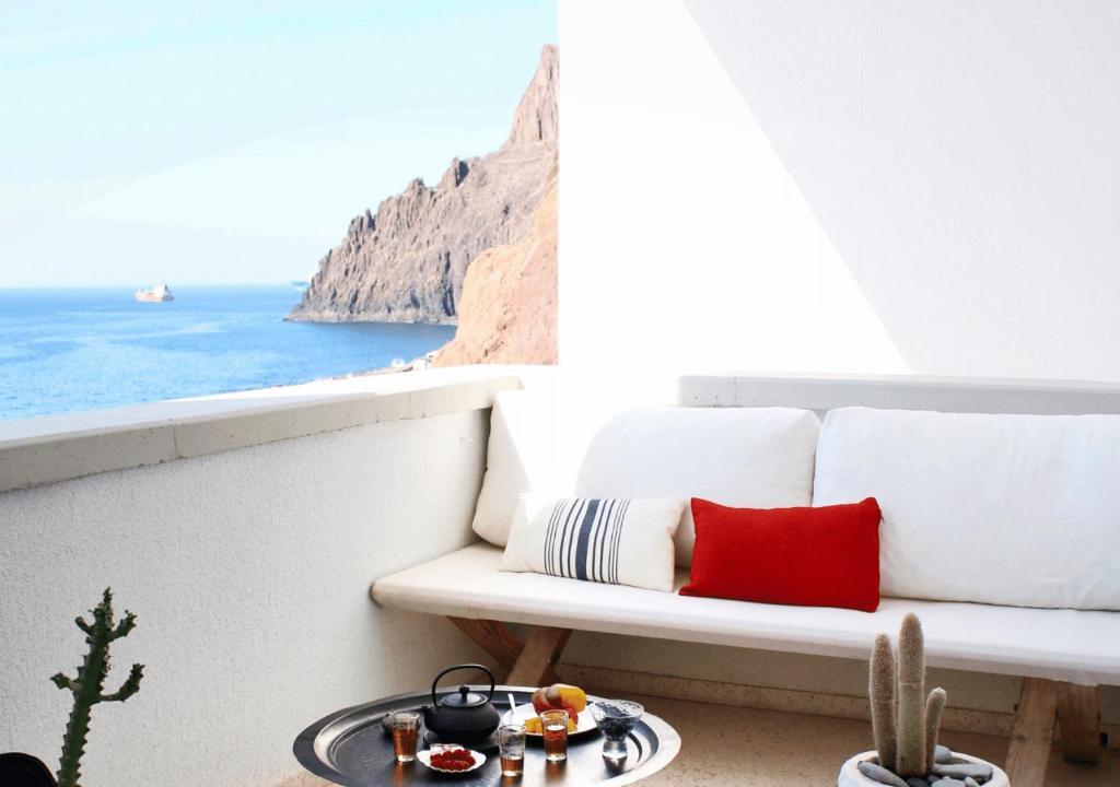 Luxury Modernist Design Apartment on the Beach