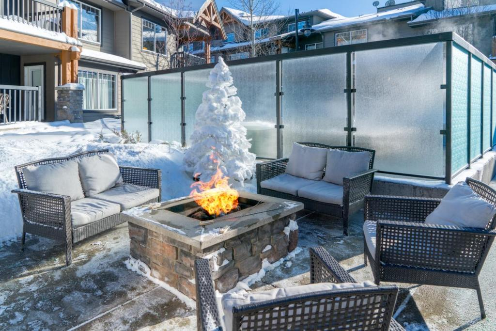 3 Bedroom Mountain Retreat New Full Renovation Near Banff Canmore Sleeps 8 Sanitizing Protocols Newly Upgraded High Speed Wireless Internet Dead Man S Flats Updated 2021 Prices