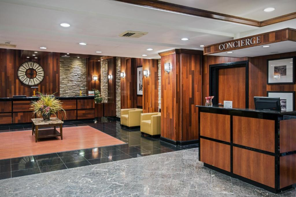 Crowne Plaza Hotel-Newark Airport