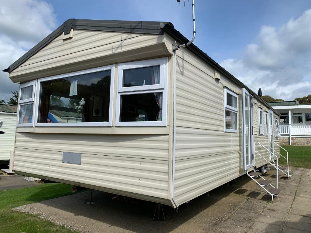 3 Bedroom Caravan CU2, Whitecliff Bay, Bembridge, Isle of Wight