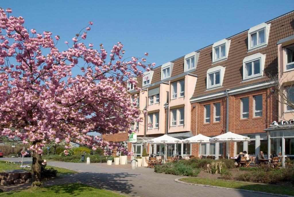 Ein Garten an der Unterkunft Holiday Inn Leipzig Günthersdorf