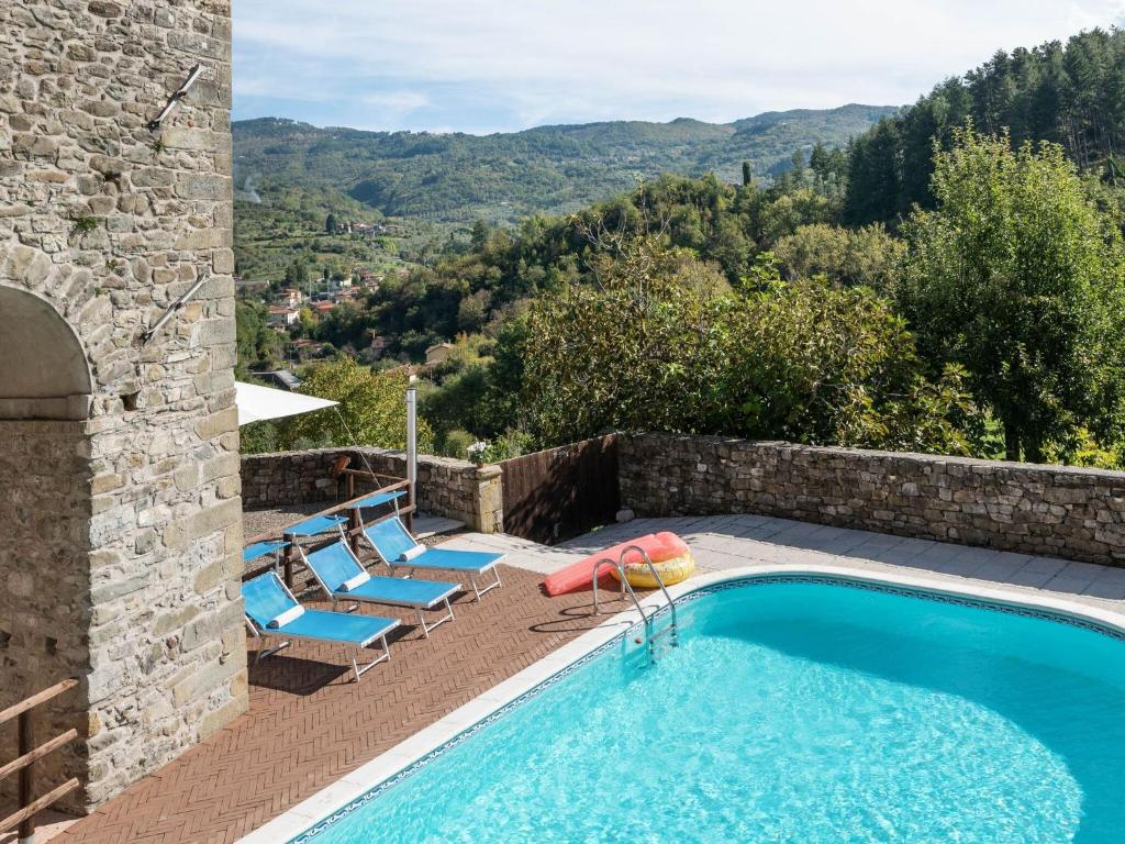 Attractive Holiday Home in Casola in Lunigiana with Pool