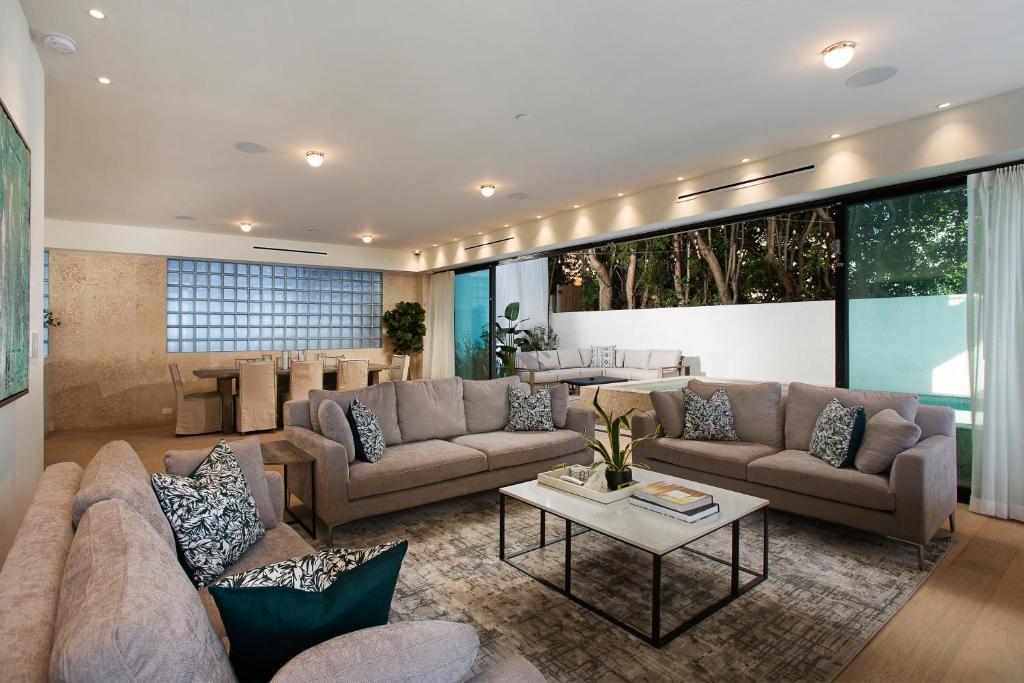 4 Bedroom Retreat 508 Los Angeles Updated 2021 Prices