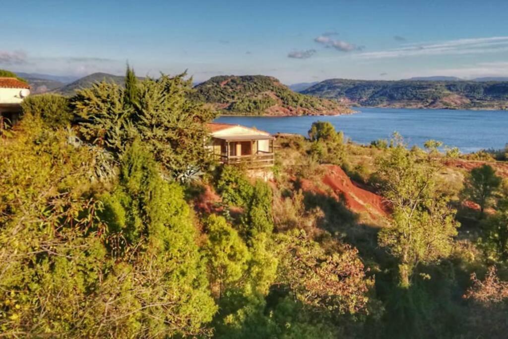 Studio 22 m2, terrasse vue montagne, dans propriété face au Lac du Salagou