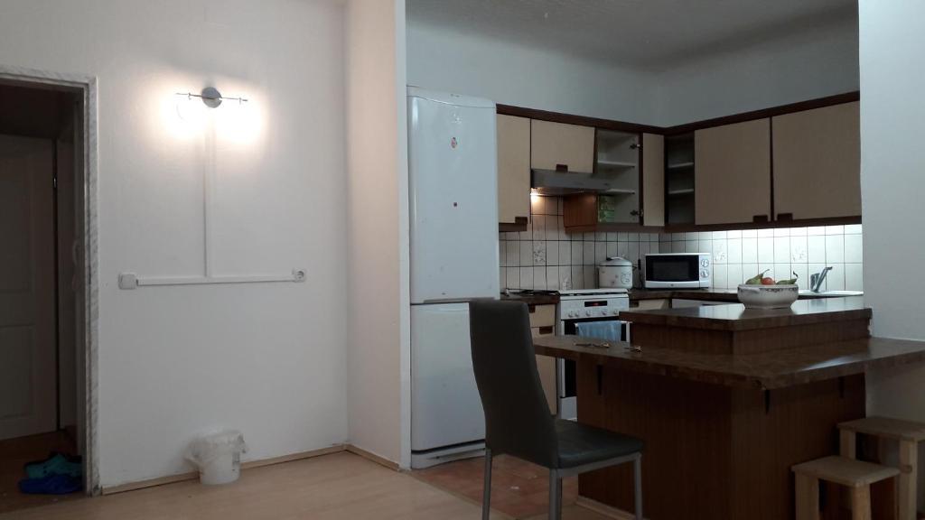 Airport Apartment 6