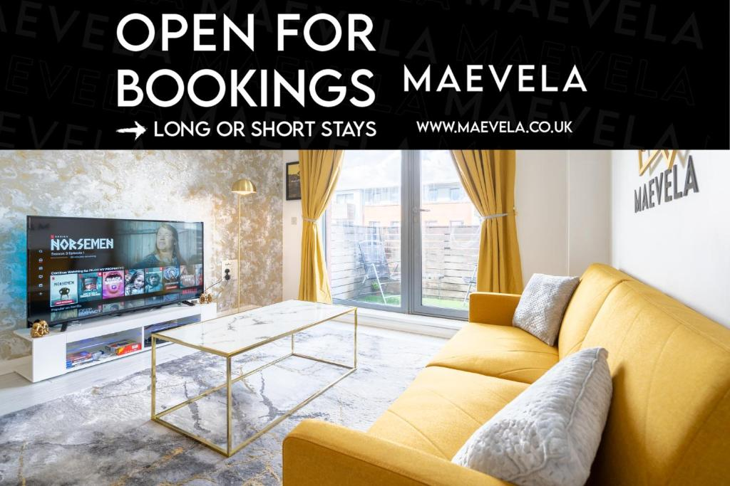 OPEN FOR BOOKINGS - WORK OR BUSINESS STAYS - CONTRACTOR STAYS - Ultra Lavish Luxury 2 Bed Apartment City Centre - FREE SECURE PARKING - BALCONY - SMART TV, PS4 & FREE WIFI - Gold & Marble Interior