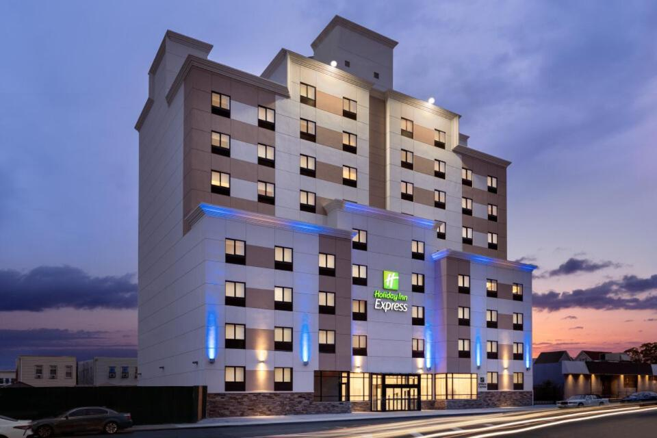 Holiday Inn Express - Jamaica - JFK AirTrain - NYC