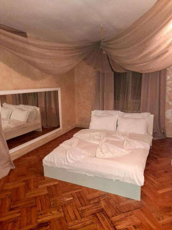 Rania Rooms 5