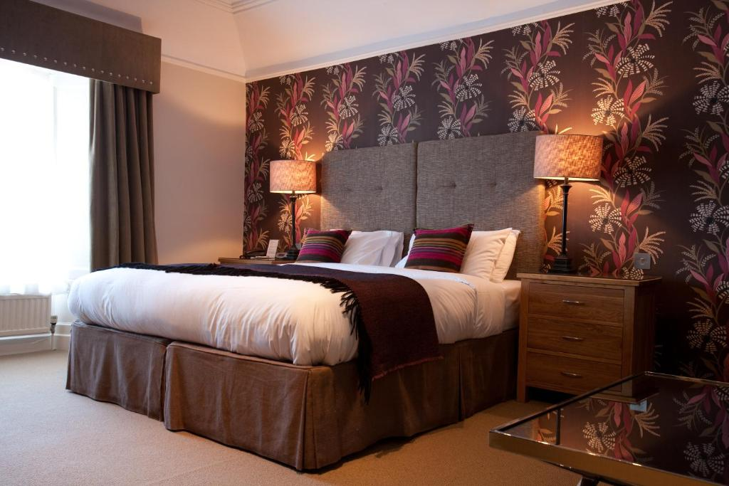 A bed or beds in a room at The Townhouse Hotel