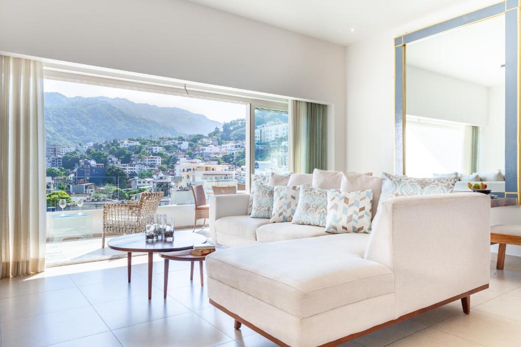 Zenith 601, Zona Romantica, 2 Balconies with Incredible Views, Rooftop Pool