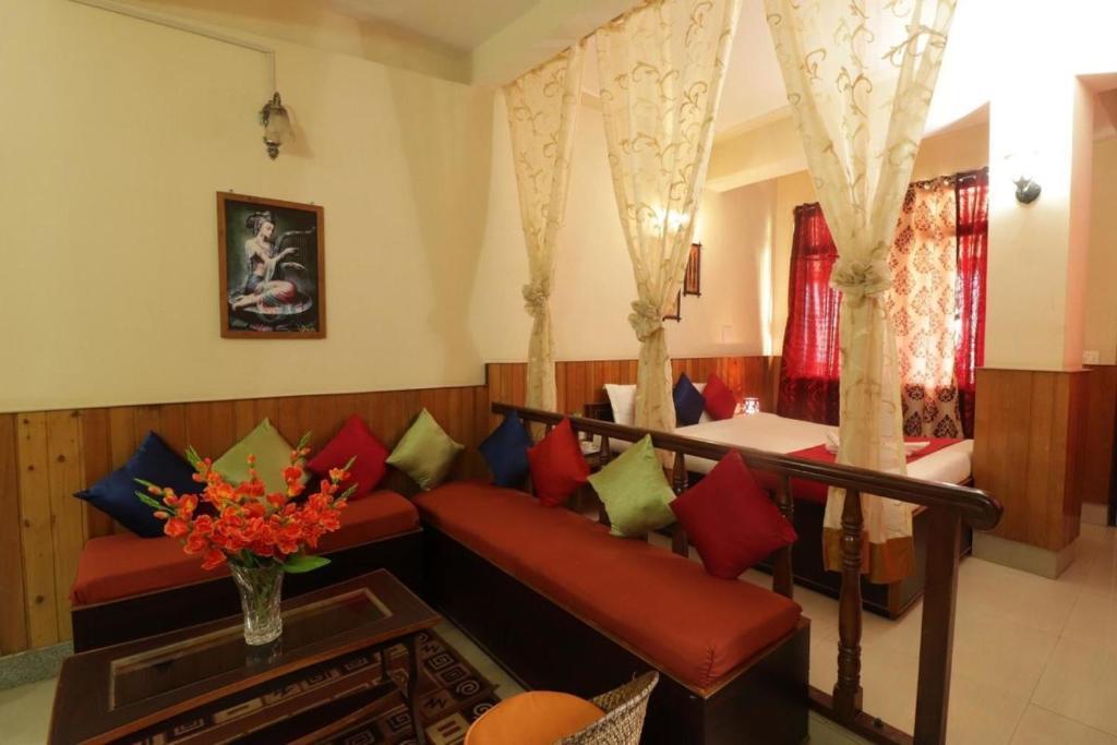 A seating area at HOTEL VAJRAKILA