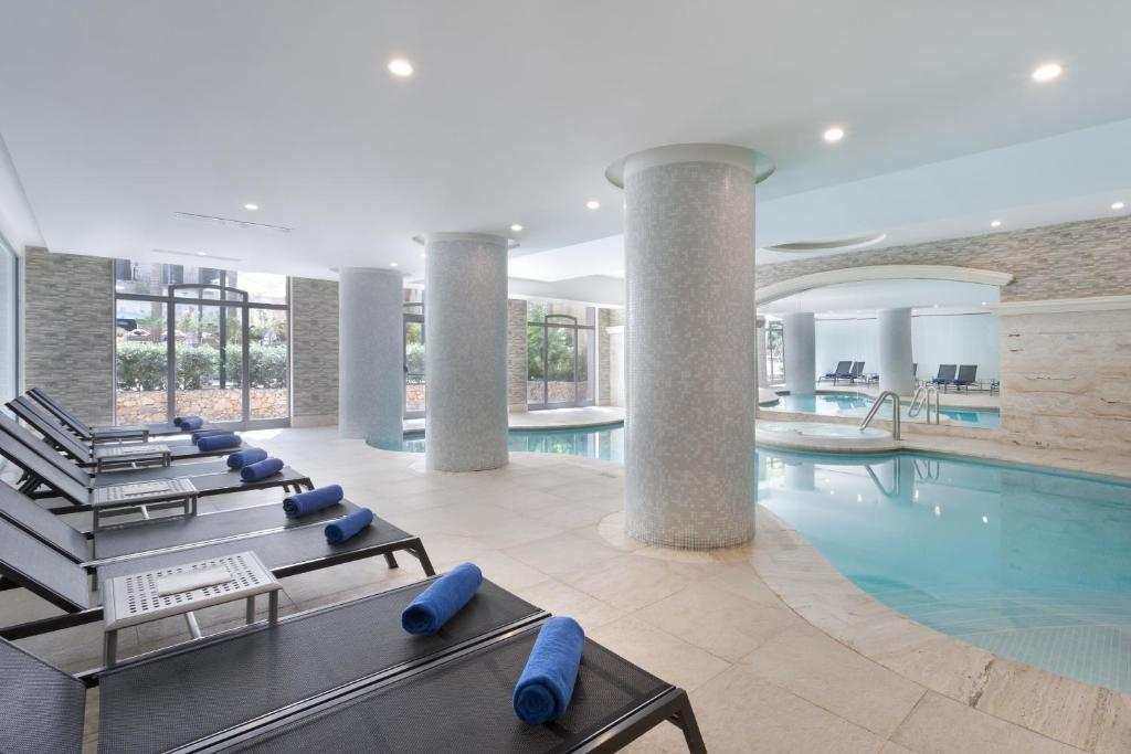 The swimming pool at or near Maritim Antonine Hotel & Spa