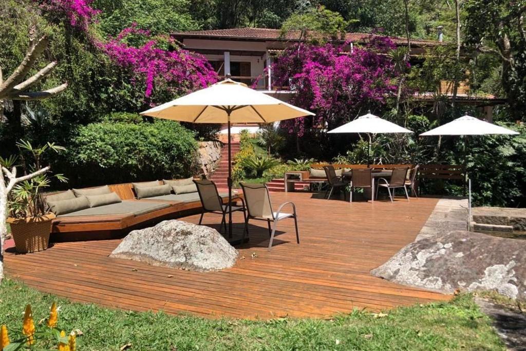Espetacular casa de campo com piscina natural