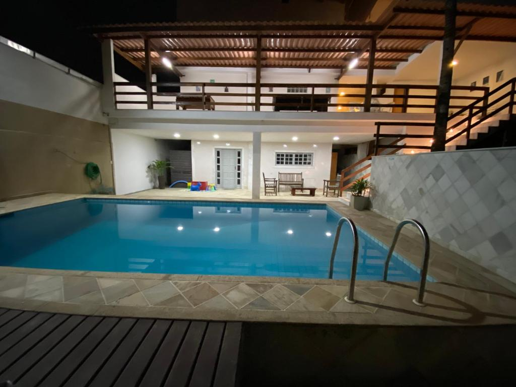 The swimming pool at or close to Residencial Lúpulos