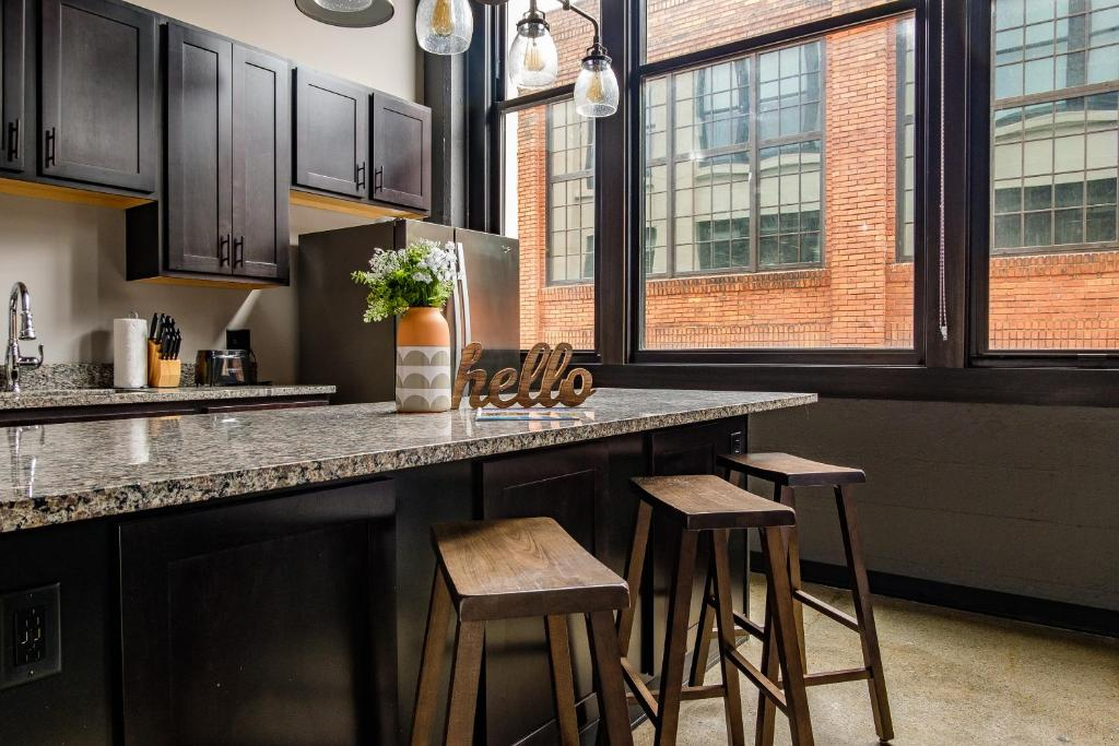 Bright Strip District Apts With Wifi By Frontdesk Pittsburgh Updated 2021 Prices