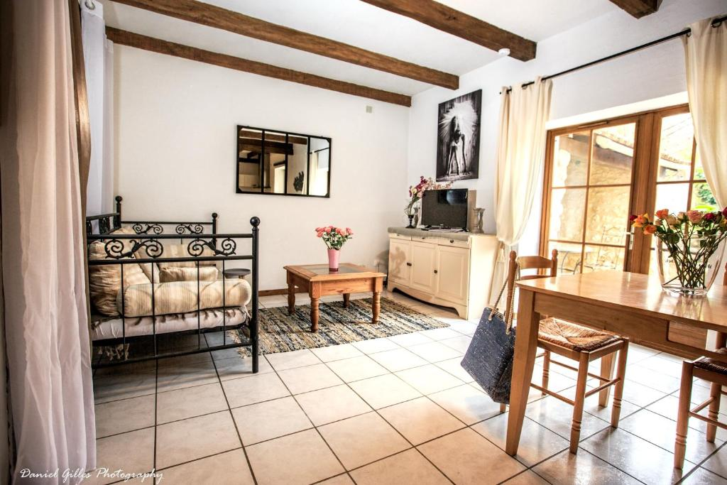 House with 2 bedrooms in SaintFrontdePradoux with shared pool furnished garden and WiFi