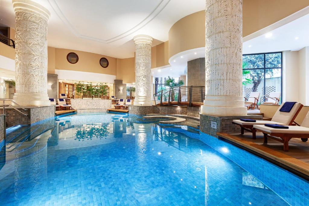 The swimming pool at or near Malta Marriott Hotel & Spa