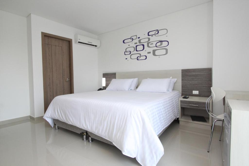 A bed or beds in a room at Hotel Oxford Barranquilla