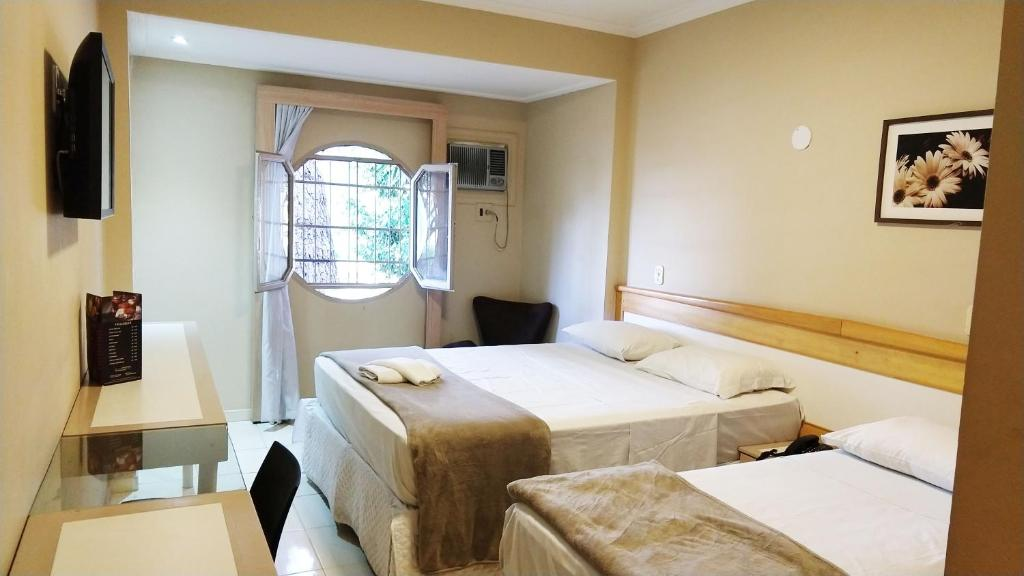 A bed or beds in a room at Hotel Econotel