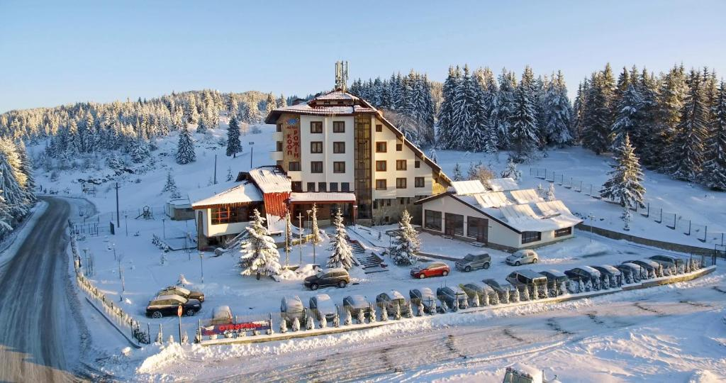 Hotel Coop Rozhen during the winter