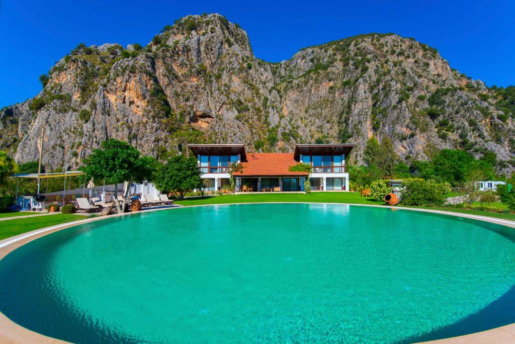 Dalyan Villa Sleeps 8 Pool Air Con WiFi