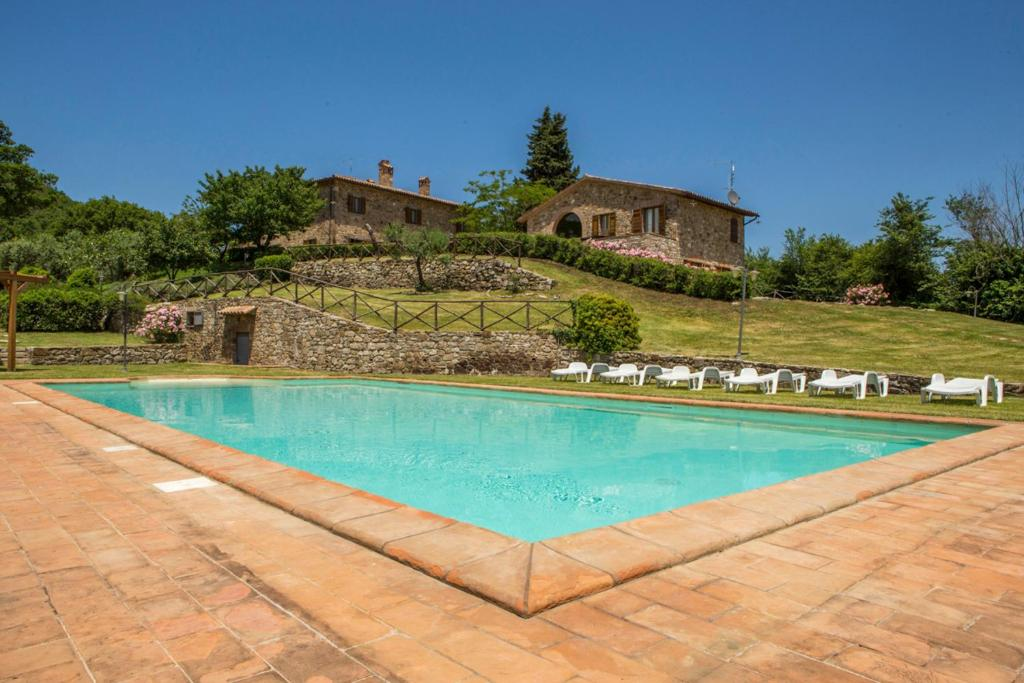 Quadro Villa Sleeps 14 with Pool
