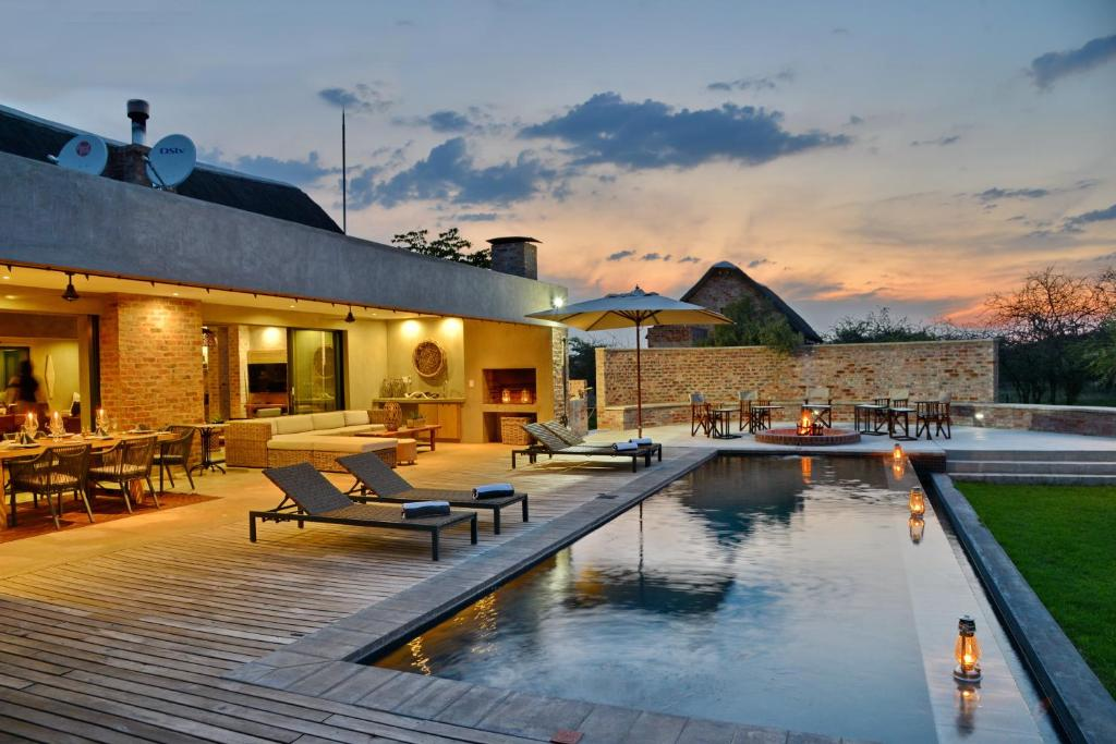 The swimming pool at or near Ngala Lodge