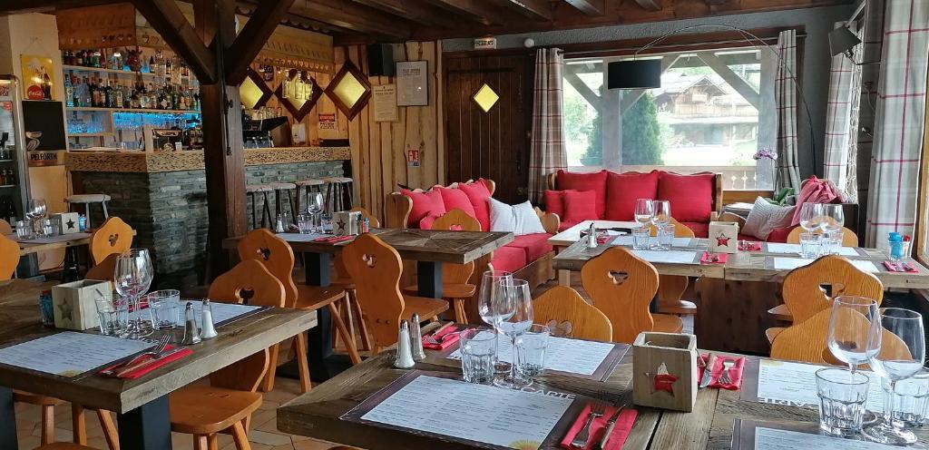 Restaurant ou autre lieu de restauration dans l'établissement Le Taconet