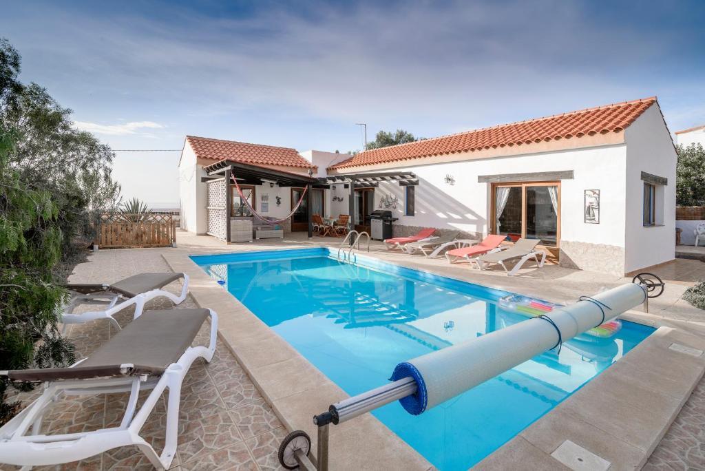 Bazén v ubytování villa serenity nebo v jeho okolí