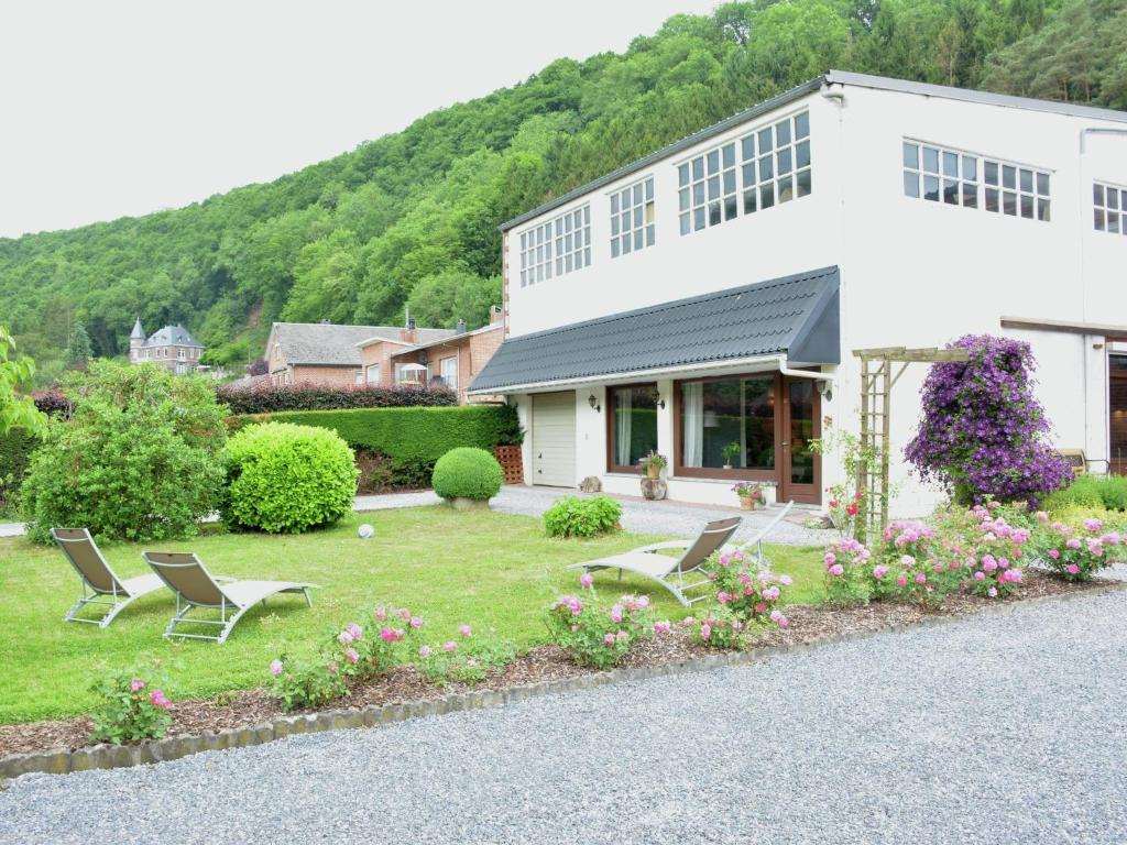 Luxury Holiday Home in Hamoir with Terrace