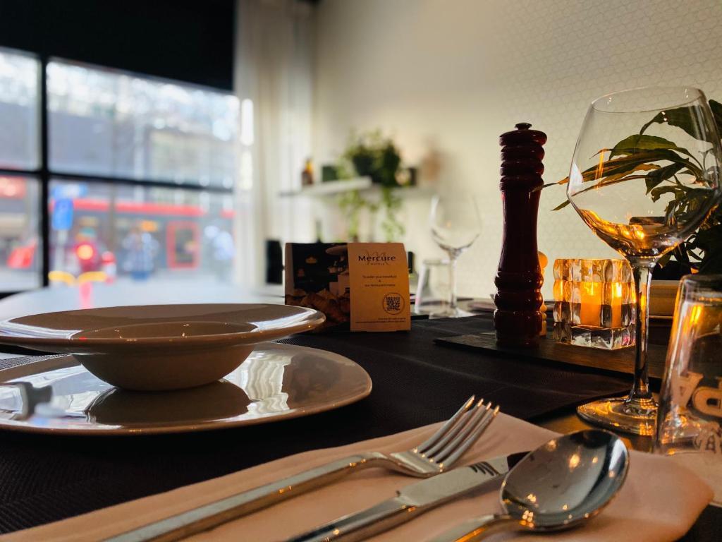 Een restaurant of ander eetgelegenheid bij Mercure Hotel Den Haag Central