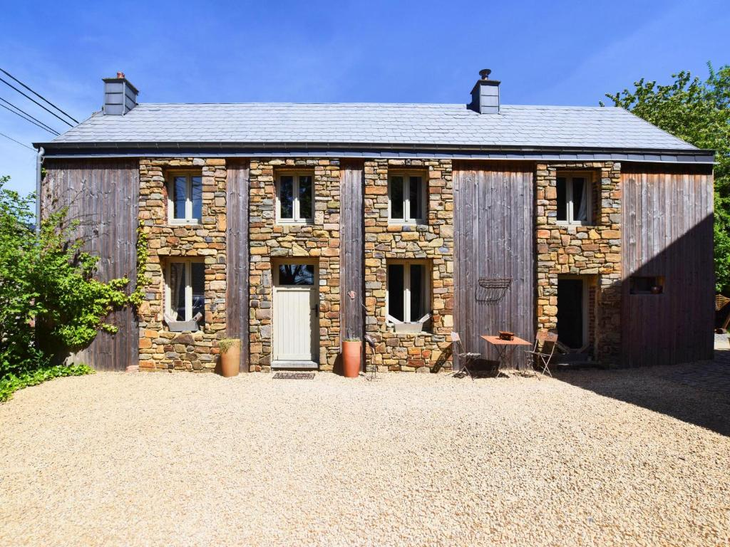 Beautiful Holiday House near Durbuy with Pond