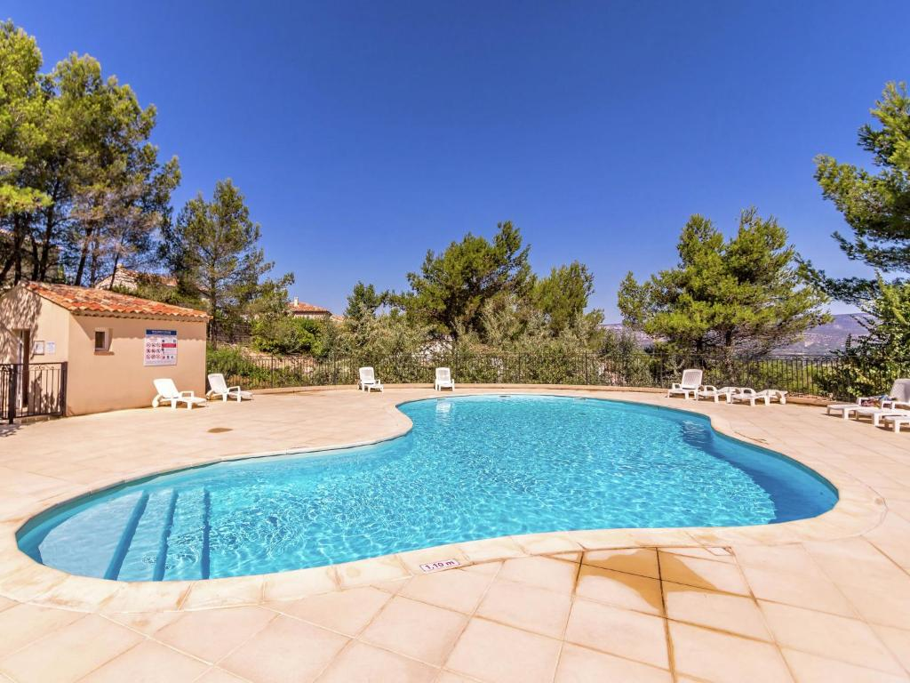 The swimming pool at or near Charming Apartment in Mallemort with Swimming Pool