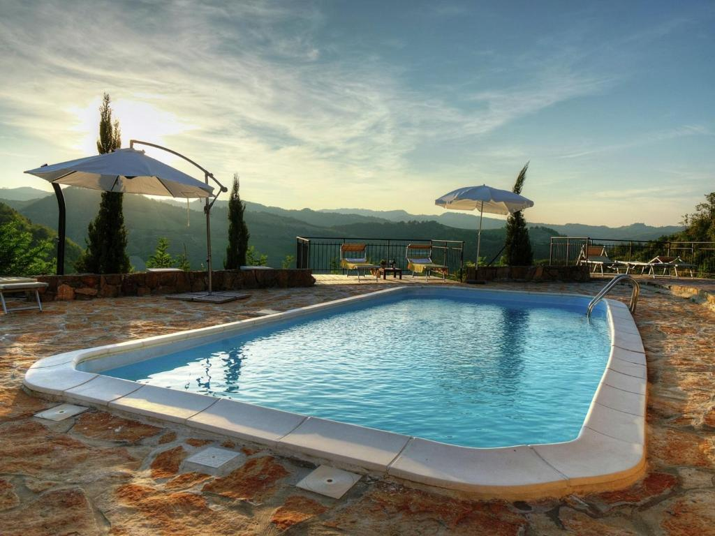 Vintage Holiday Home in Emilia-Romagna with Swimming Pool