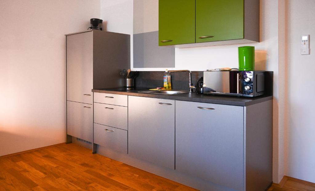 Kuchyň nebo kuchyňský kout v ubytování Backpacker Apartment Naschmarkt