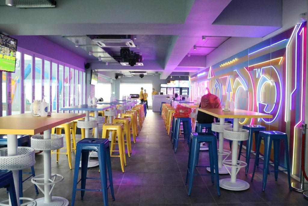 مطعم أو مكان آخر لتناول الطعام في أجنحة باسيفيك ريجنسي الفندقية