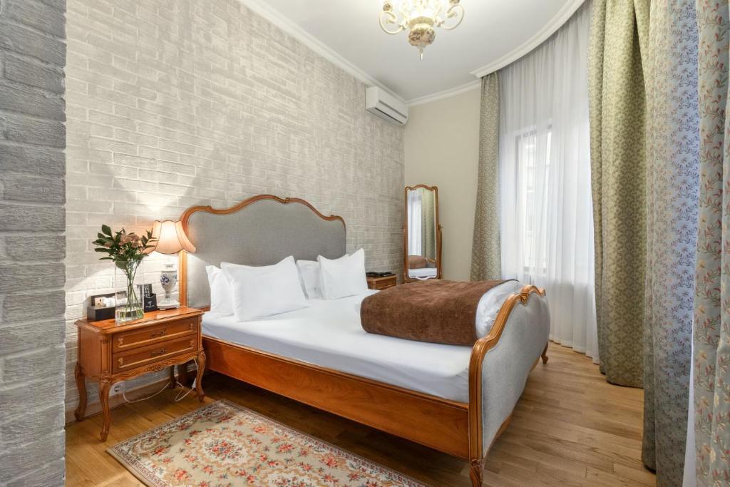 Кровать или кровати в номере Времена Года