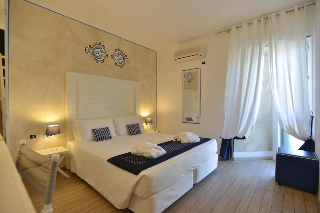 A bed or beds in a room at Club Hotel Ancora