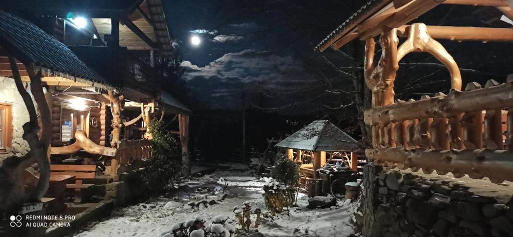 Домик в Горах зимой