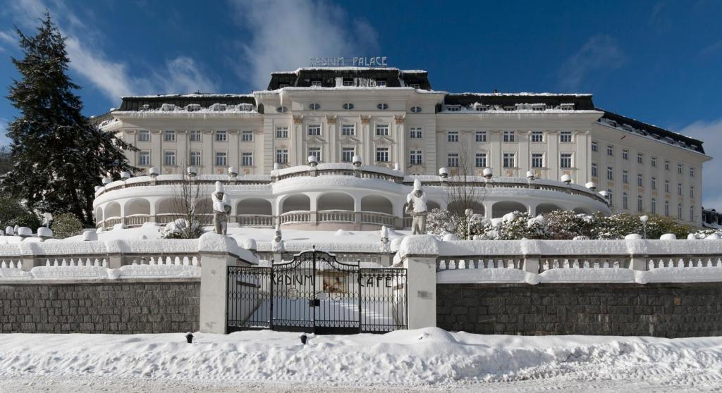 Hotel Radium Palace during the winter