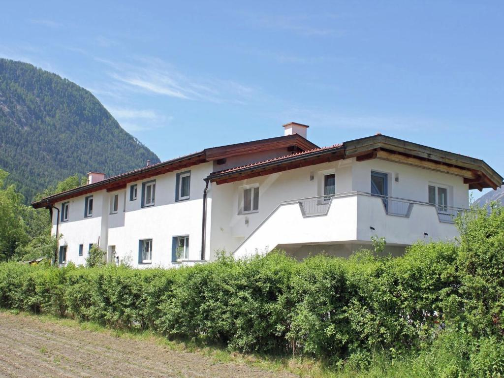 The building where the chalet is located