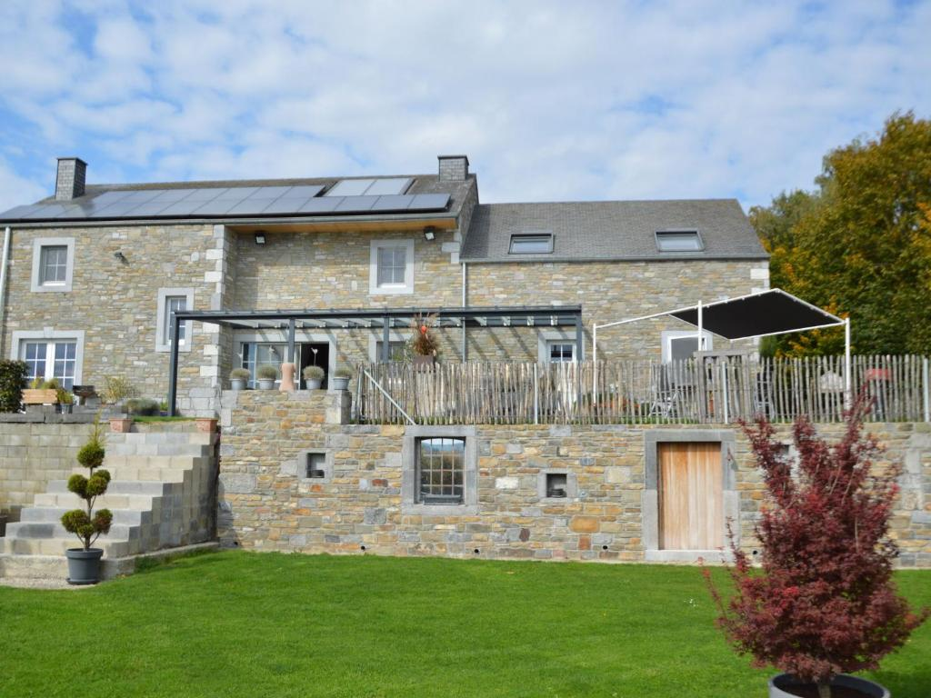 Heritage Cottage in Ouffet with Jacuzzi