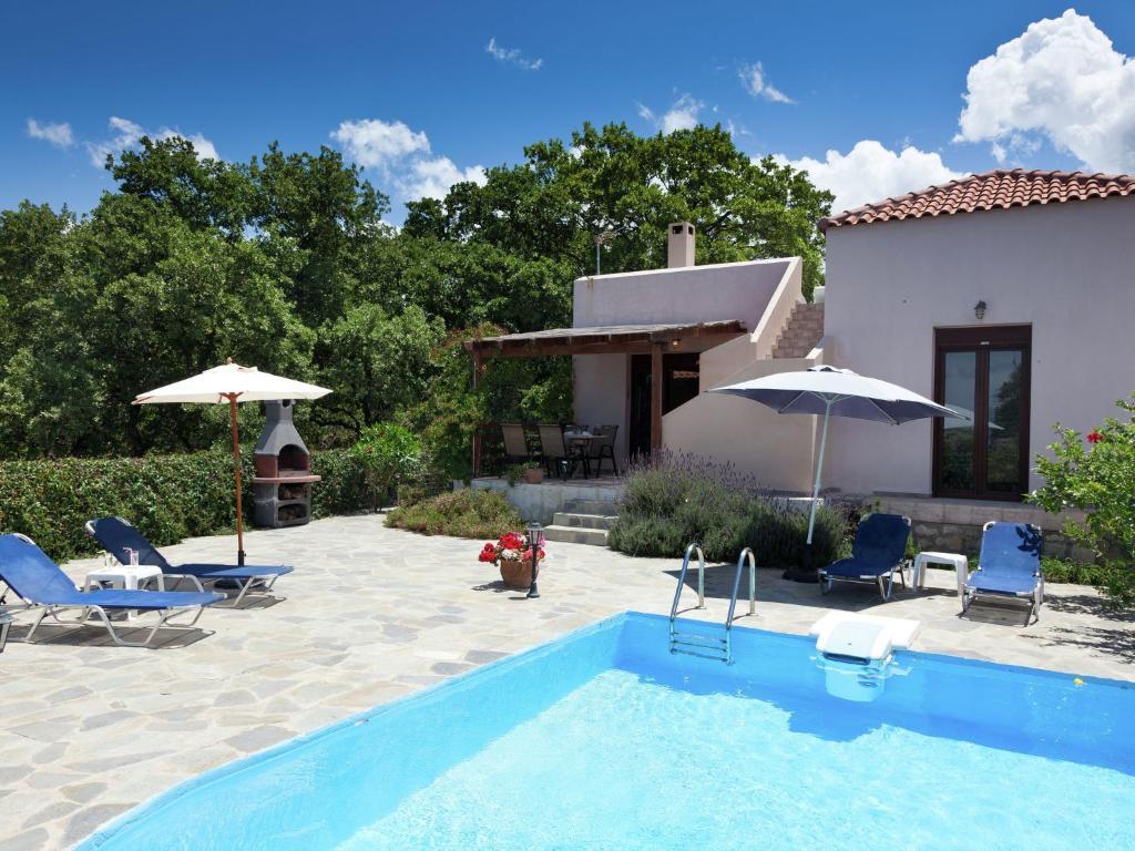 Der Swimmingpool an oder in der Nähe von Luxury Villa in Prines Crete with Swimming Pool