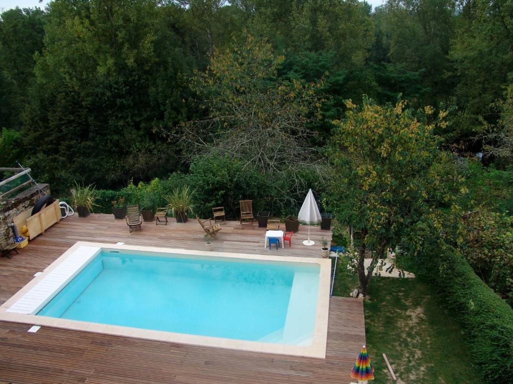 The swimming pool at or near Chambres d'hôtes La Farga