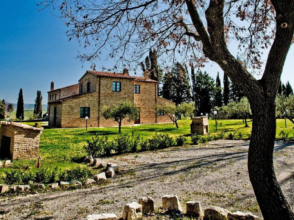 Appealing Apartment in Asciano with Barbeque