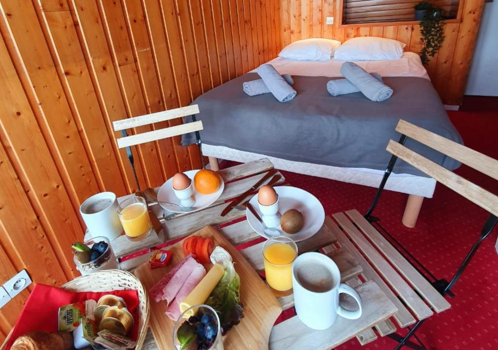 Breakfast options available to guests at Hotel La Meije