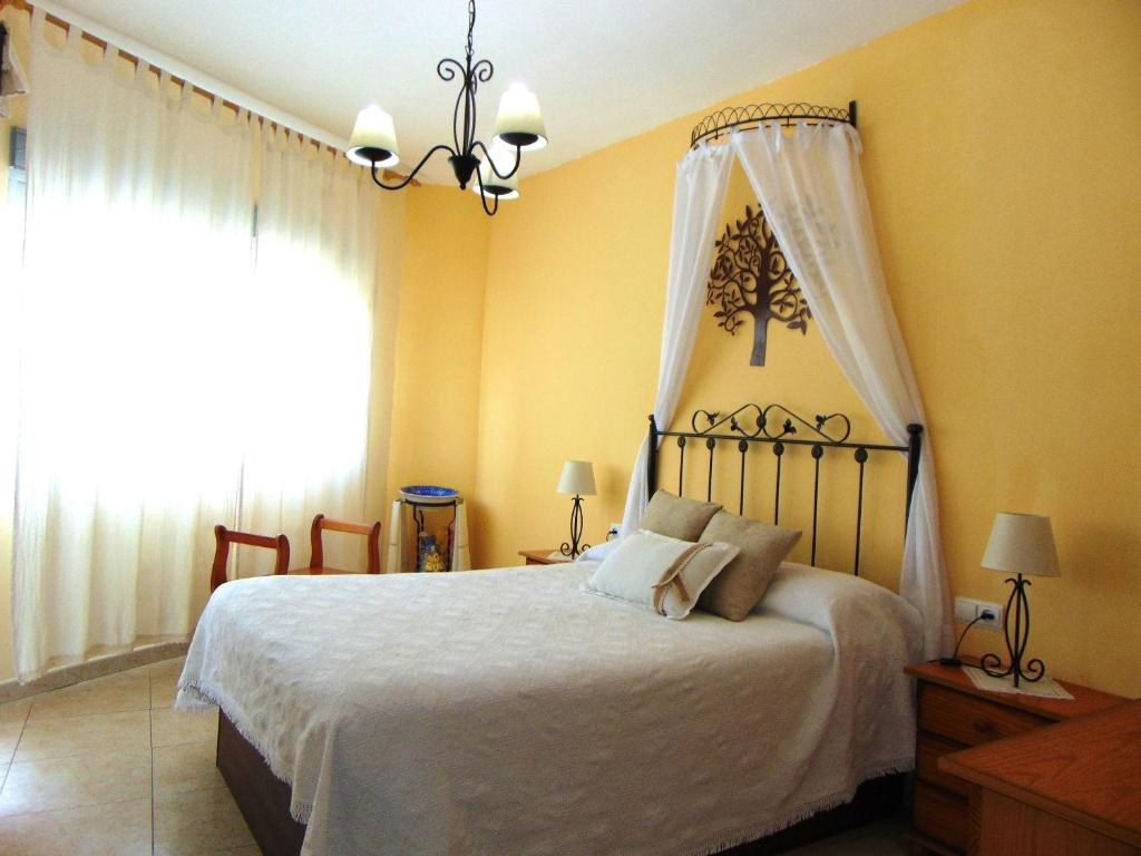 House with 3 bedrooms in Mingorria with furnished terrace