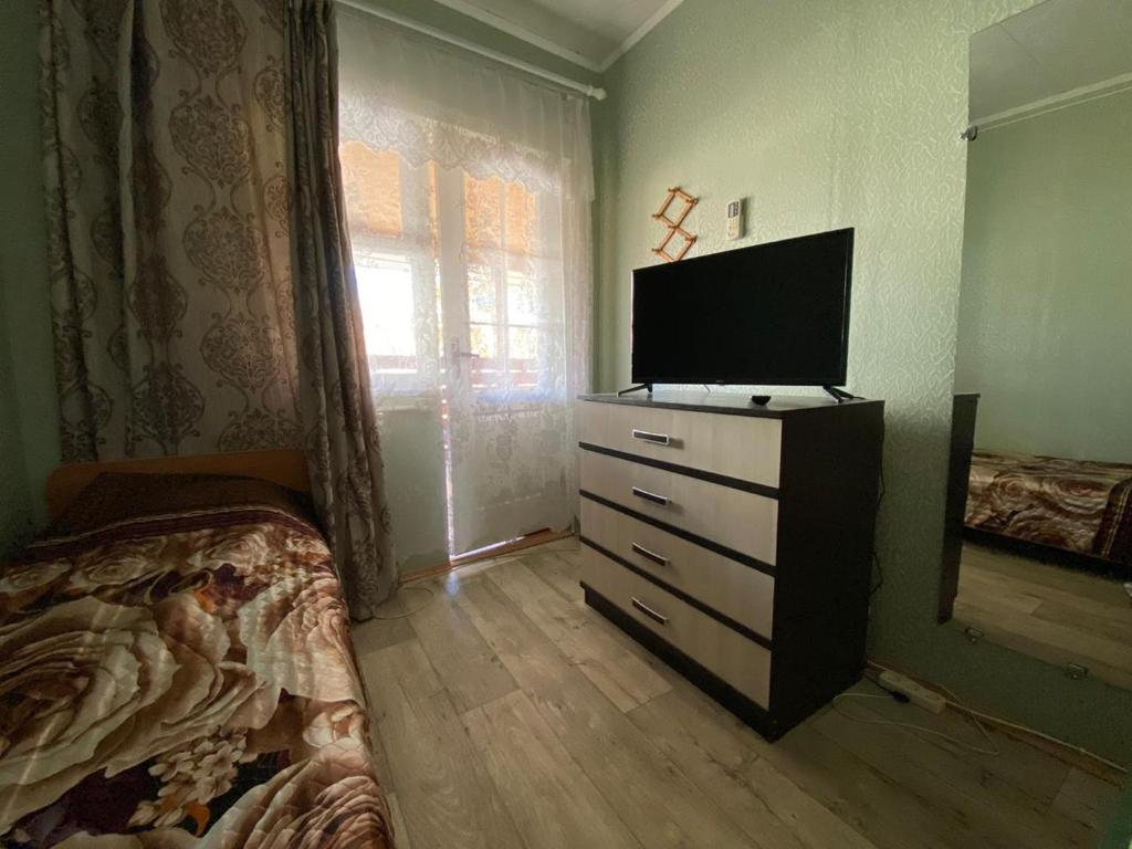 A television and/or entertainment center at Guest House 33 Shaga