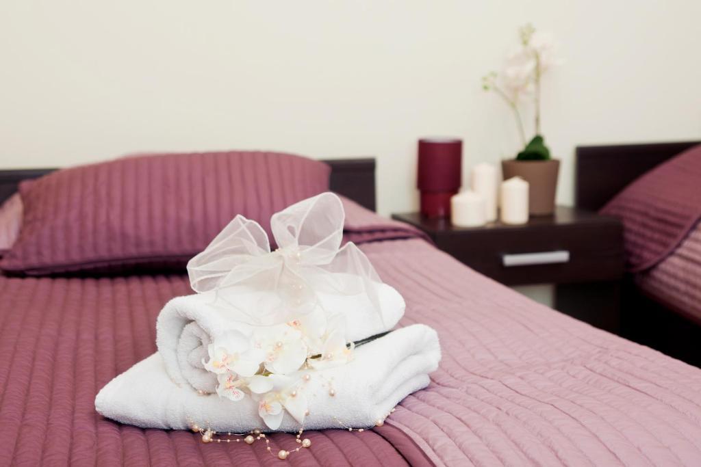 Кровать или кровати в номере BedRooms Piotrkowska 64